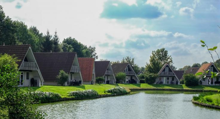 hooge-holt-bungalows-aan-visvijver